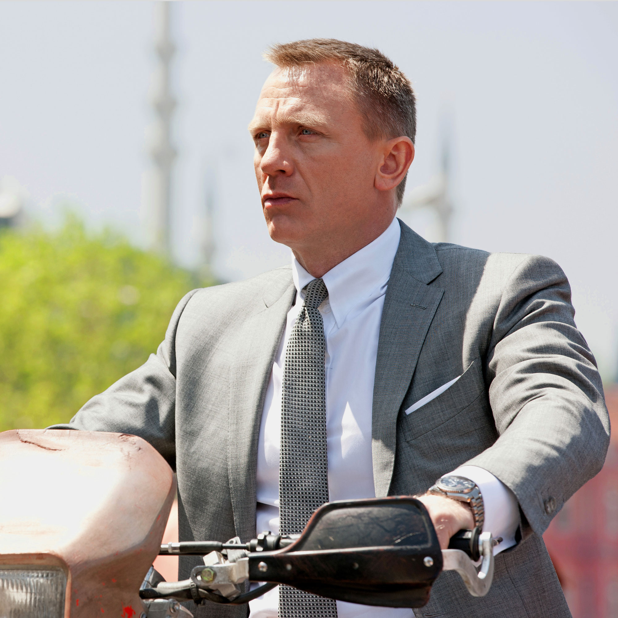 It's official: James Bond to wear Omega watch in Skyfall ...